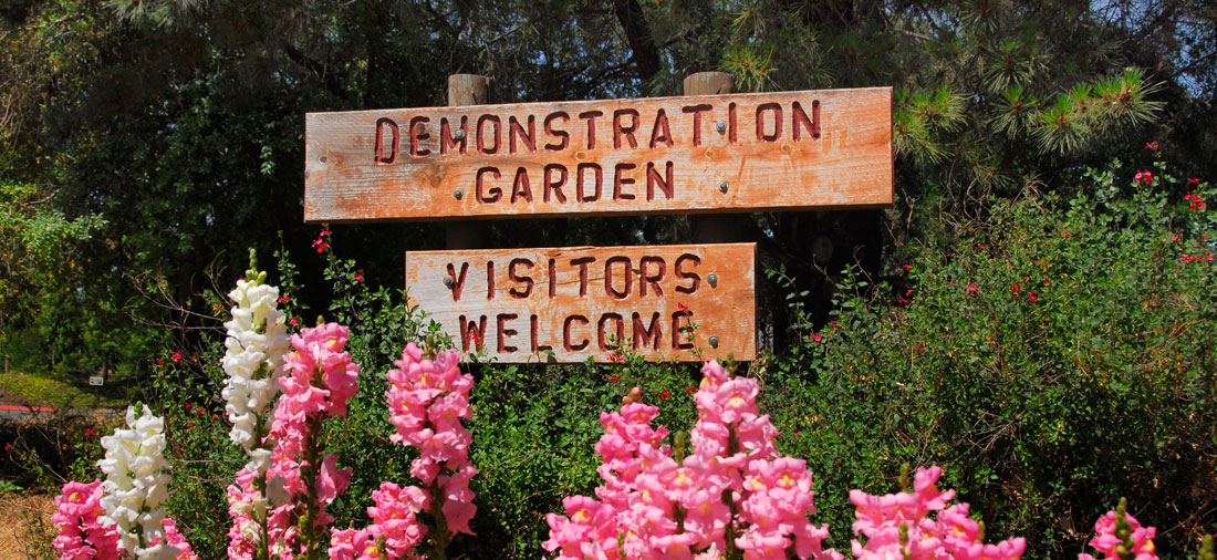 Entrance and welcome sign of the demonstration garden